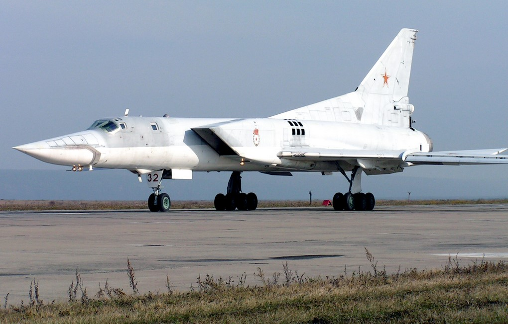 Русские самолеты разбомбили лагерьИГ вСирии