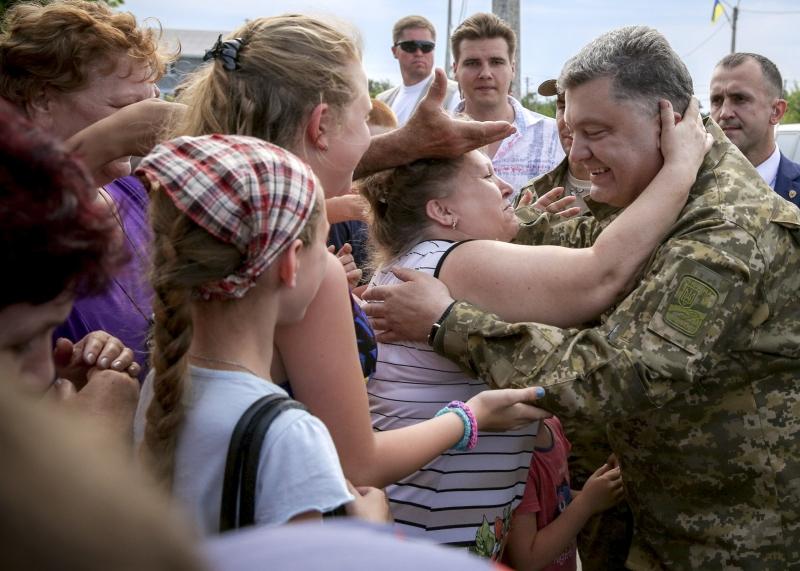 """Порошенко поздравил волонтеров с праздником: """"Убежден, что вместе мы построим процветающую Украину"""" - Цензор.НЕТ 6063"""
