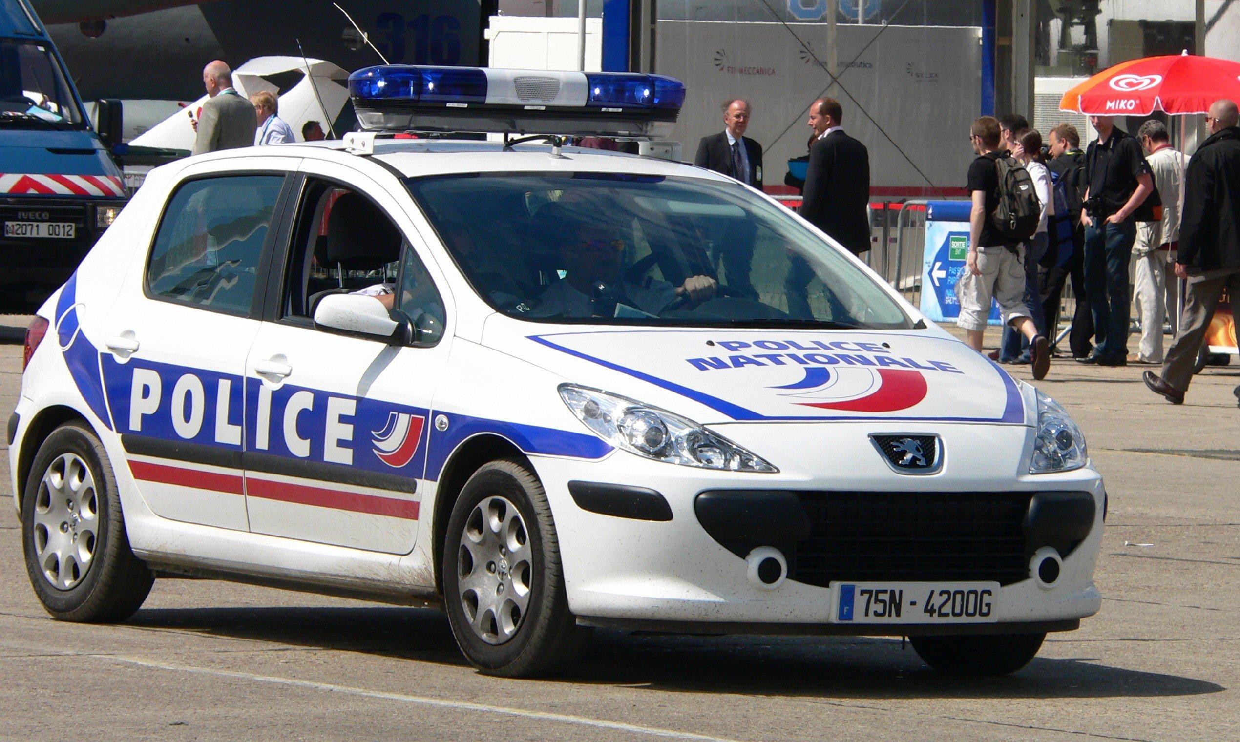 11:56 Во Франции с возгласом За ИГИЛ мужчина порезал ножом учителя