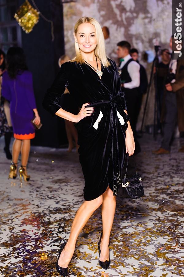 39ba0932c352 Стартовал Ukrainian Fashion Week  самые странные и стильные наряды ...