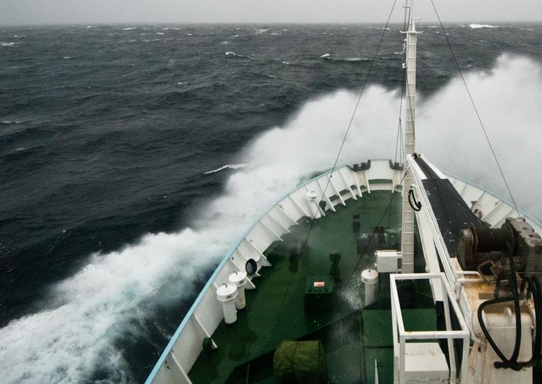 Житель россии терпит бедствие нанорвежском танкере