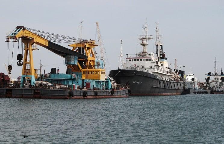 Русский сторожевик будет охранять перемещение буровых установок вЧерном море