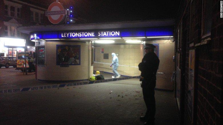 ВЛондоне мужчина смачете порезал пассажиров метро скриками «ЗаСирию»