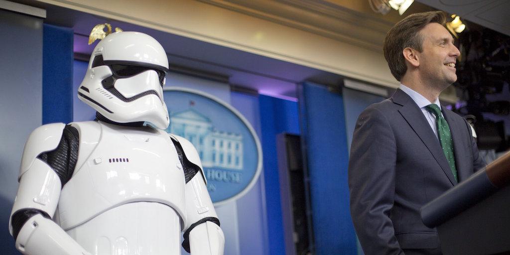10:10 Имперские штурмовики из Звездных войн посетили брифинг в Белом доме