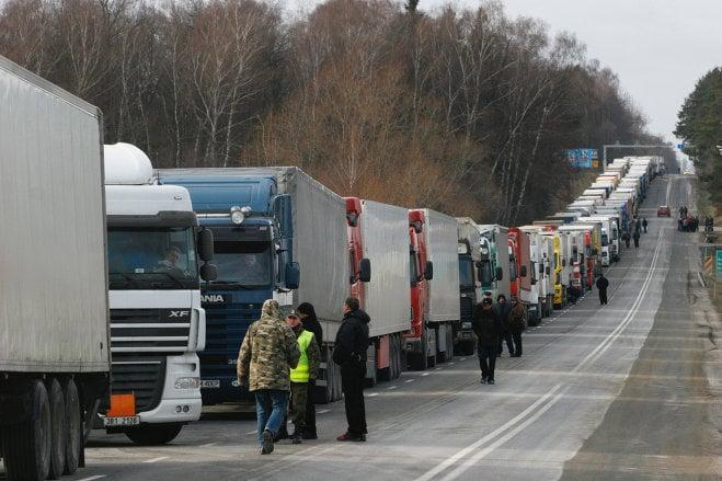 Уже 9 областей блокируют российские фуры