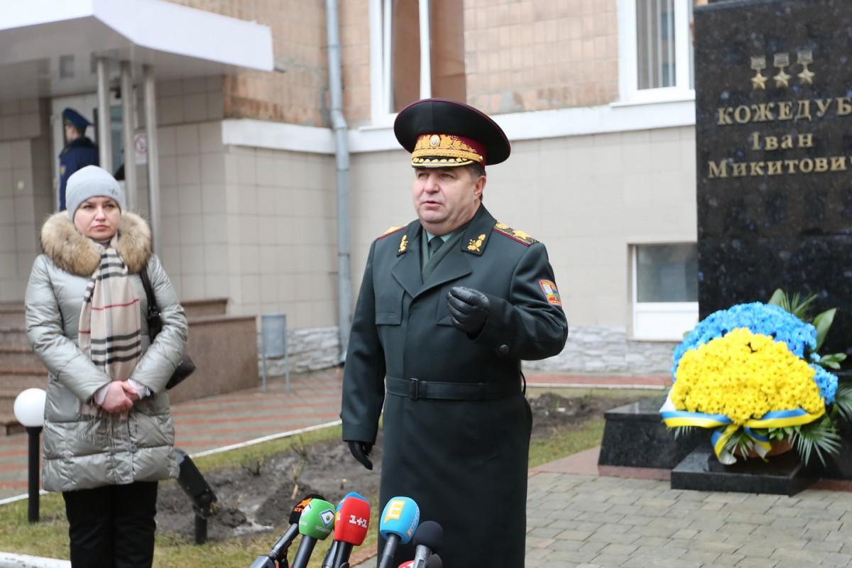 Полторак считает провокацией выход боевиков изШирокино