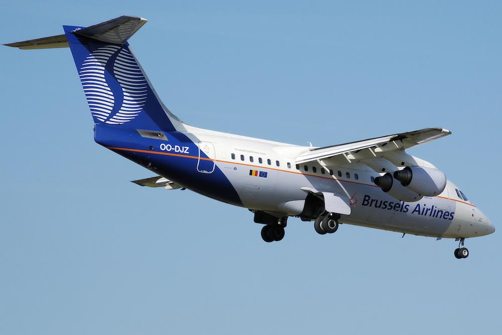 Brussels_airlines_rj85_oo-djz_arp