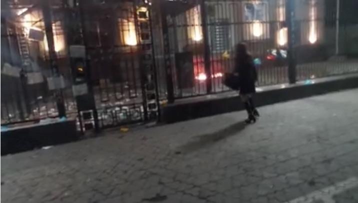 Ночью посольство РФ в Киеве провокаторы пытались поджечь коктейлями Молотова
