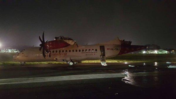 20:29 by Info Resist В аэропорту Джакарты столкнулись самолеты У одного отвалился хвост и крыло