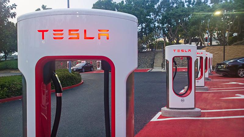Компания Tesla Motors планирует открыть 5 электрозаправок в Российской Федерации в этом году