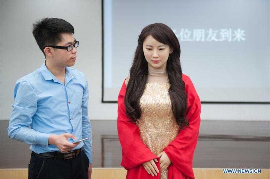 Китайские инженеры представили реалистичную «робота-богиню»