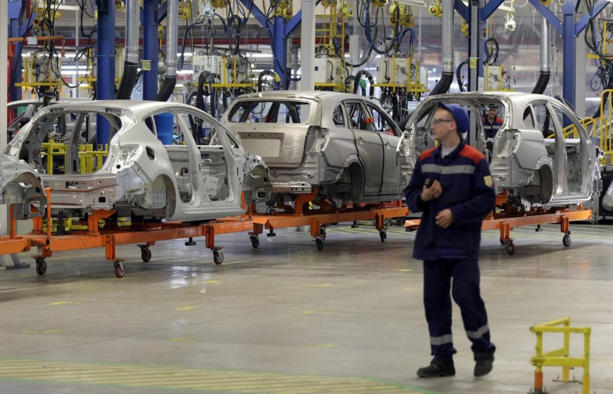 СМИ: В России могут закрыть несколько крупных автозаводов