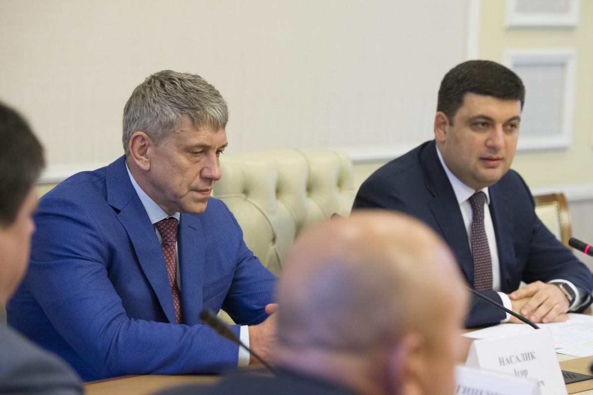 Министру изКабмина Гройсмана вспомнили поездку в захваченный Донецк