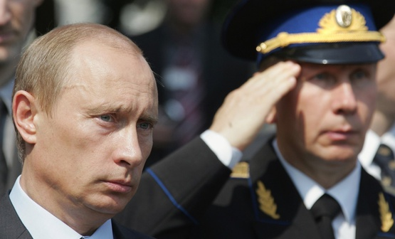 Принявшая иск россиянина кПутину судья ушла вотставку