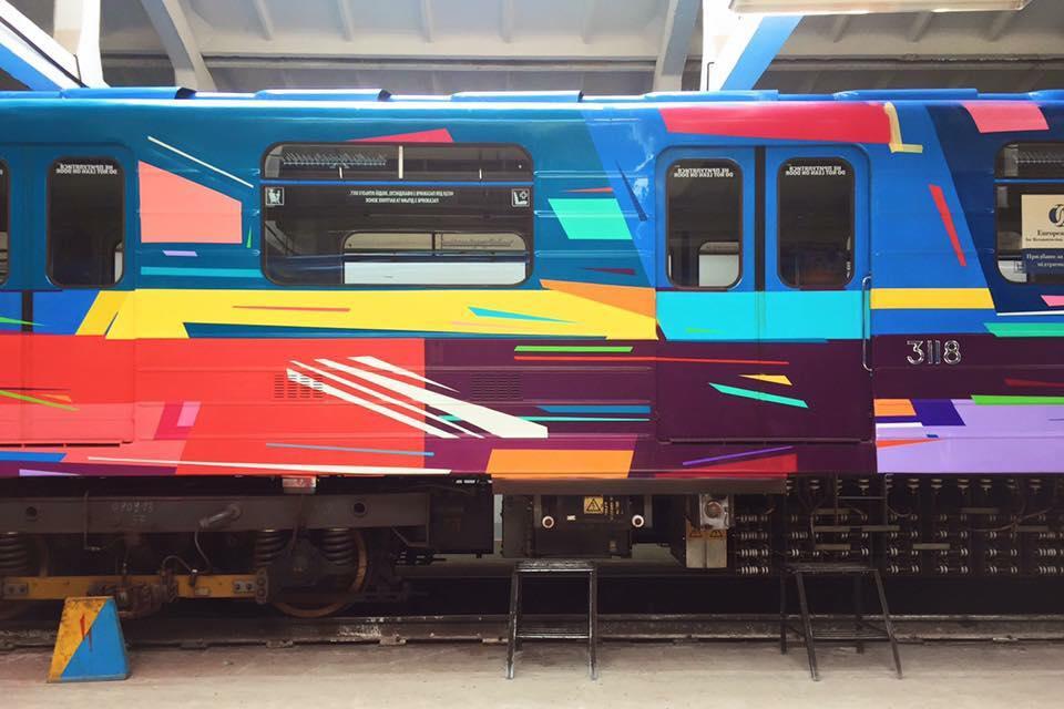 14:06 by Info Resist В киевском метро появится поезд раскрашенный испанским художником