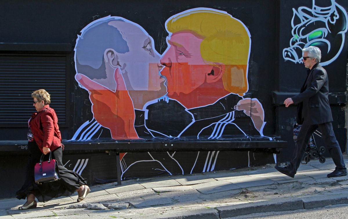 ВЛитве нарисовали, как Путин слился впоцелуе сТрампом