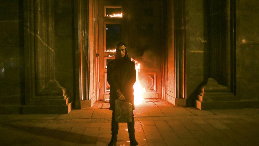 Встолице франции художника Павленский расположили впсихиатрический стационар