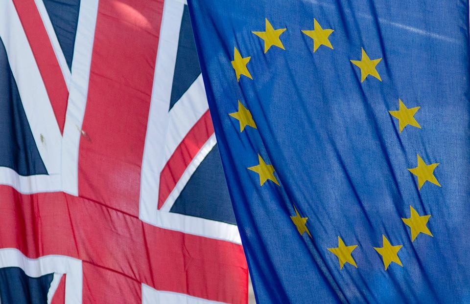 Англичане  массово подписывают онлайн-петицию стребованием повторного референдума
