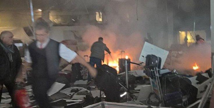 В итоге взрывов ваэропорту Стамбула погибли 10 человек