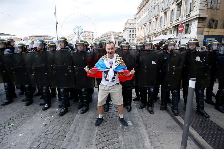 УЕФА обвинил российских болельщиков в расизме