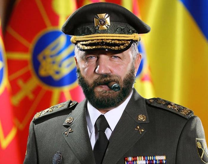 Министр обороны Полторак примерил новейшую генеральскую форму