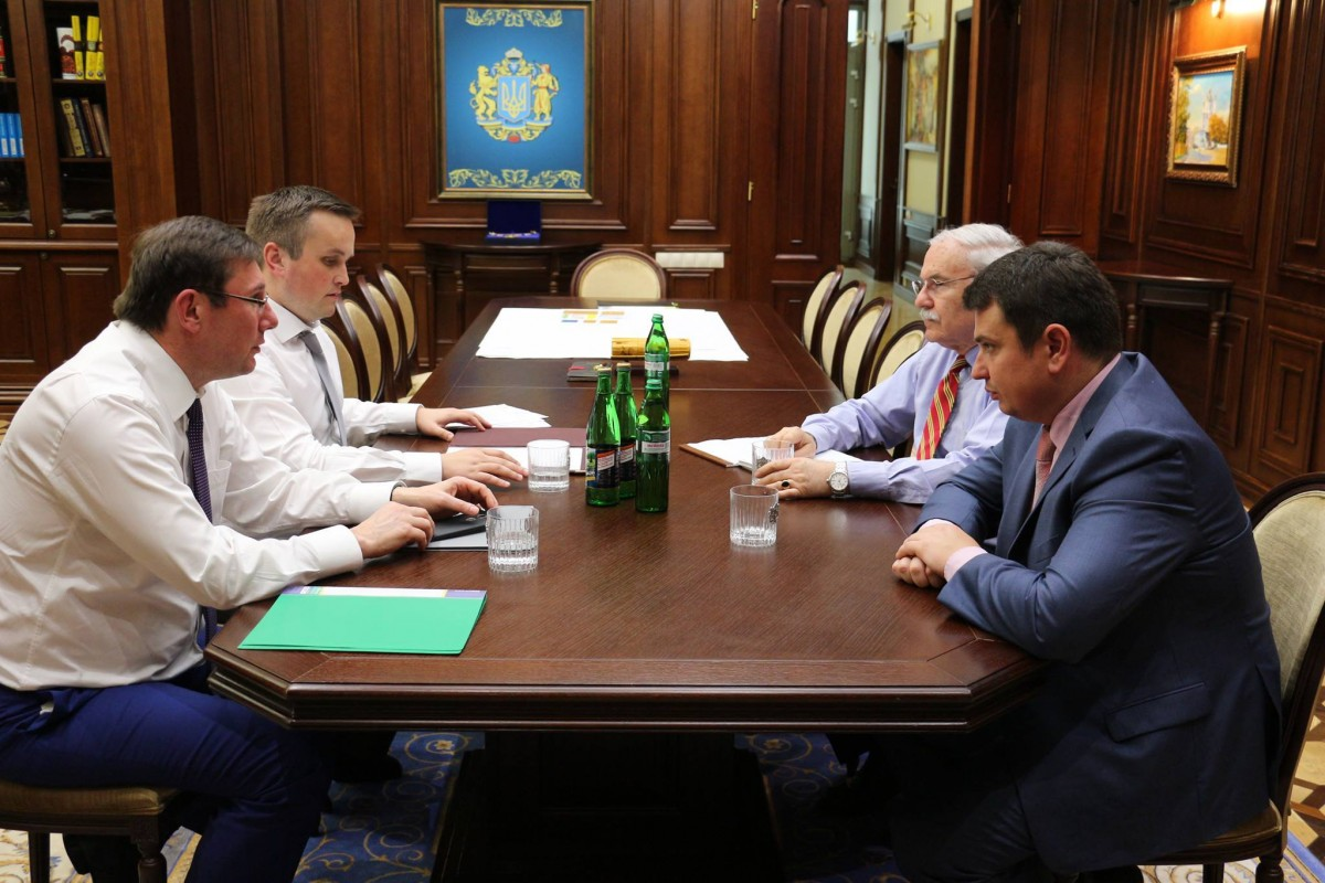 Луценко объявил опримирении ГПУ, НАБУ иСАП