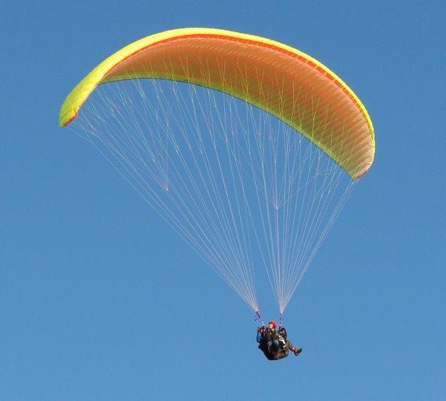 Парапланерист выжил после падения с400-метровой высоты вЛенобласти