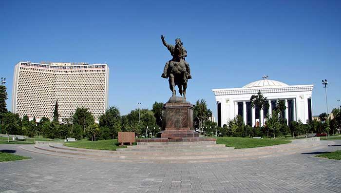 Аппарат президента Узбекистана опровергает информацию осмерти Ислама Каримова