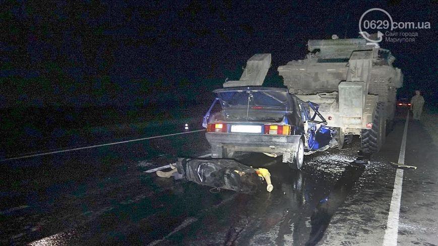 Шокирующее фото: Лада влетела ввоенный тягач. шофёр погибла наместе