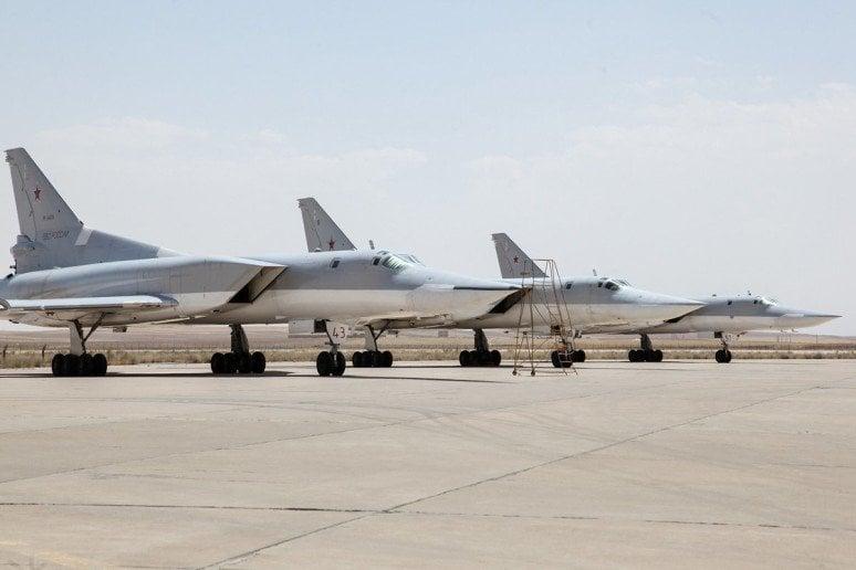 Русские бомбардировщики впервый раз использовали иранский аэродром для атаки набоевиков вСирии