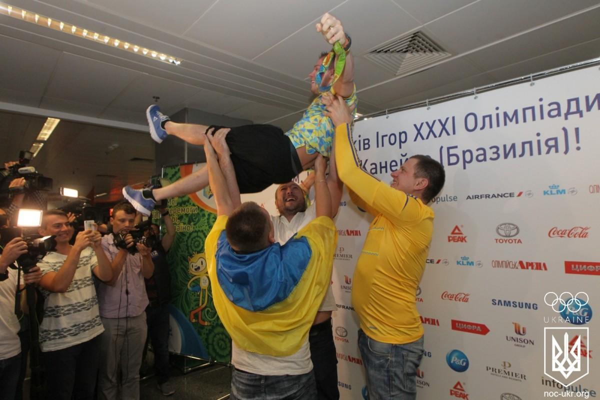 Олимпийского чемпиона Олега Верняева встретили вгосударстве Украина