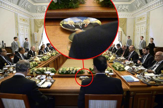 Эрдогану вПетербурге подали обед натарелке сизображением В.Путина