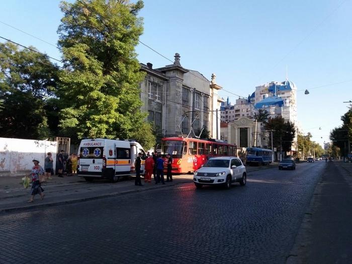 Мужчина вОдессе открыл стрельбу втрамвае: один человек пострадал