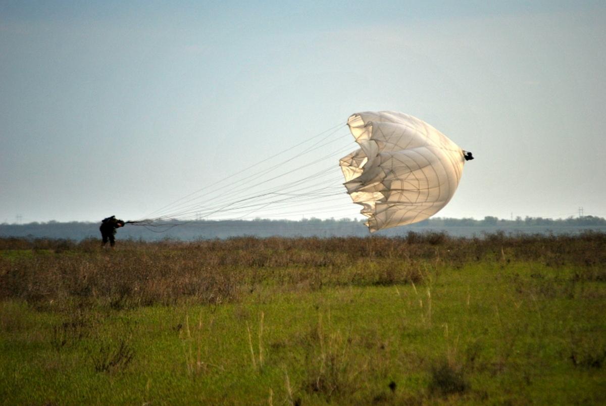 Николаевские офицеры, укоторых нераскрылись парашюты, живы! —командование