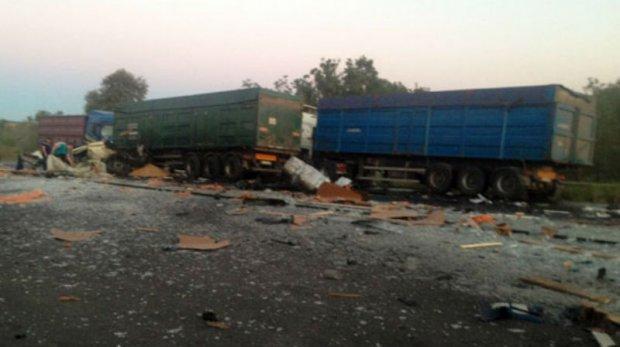 НаПолтавщине столкнулись 3 грузового автомобиля: необошлось без жертв