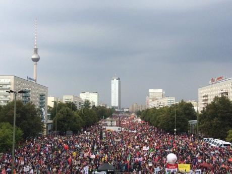 Жители стран Европы митингуют против контракта сСША освободной торговле