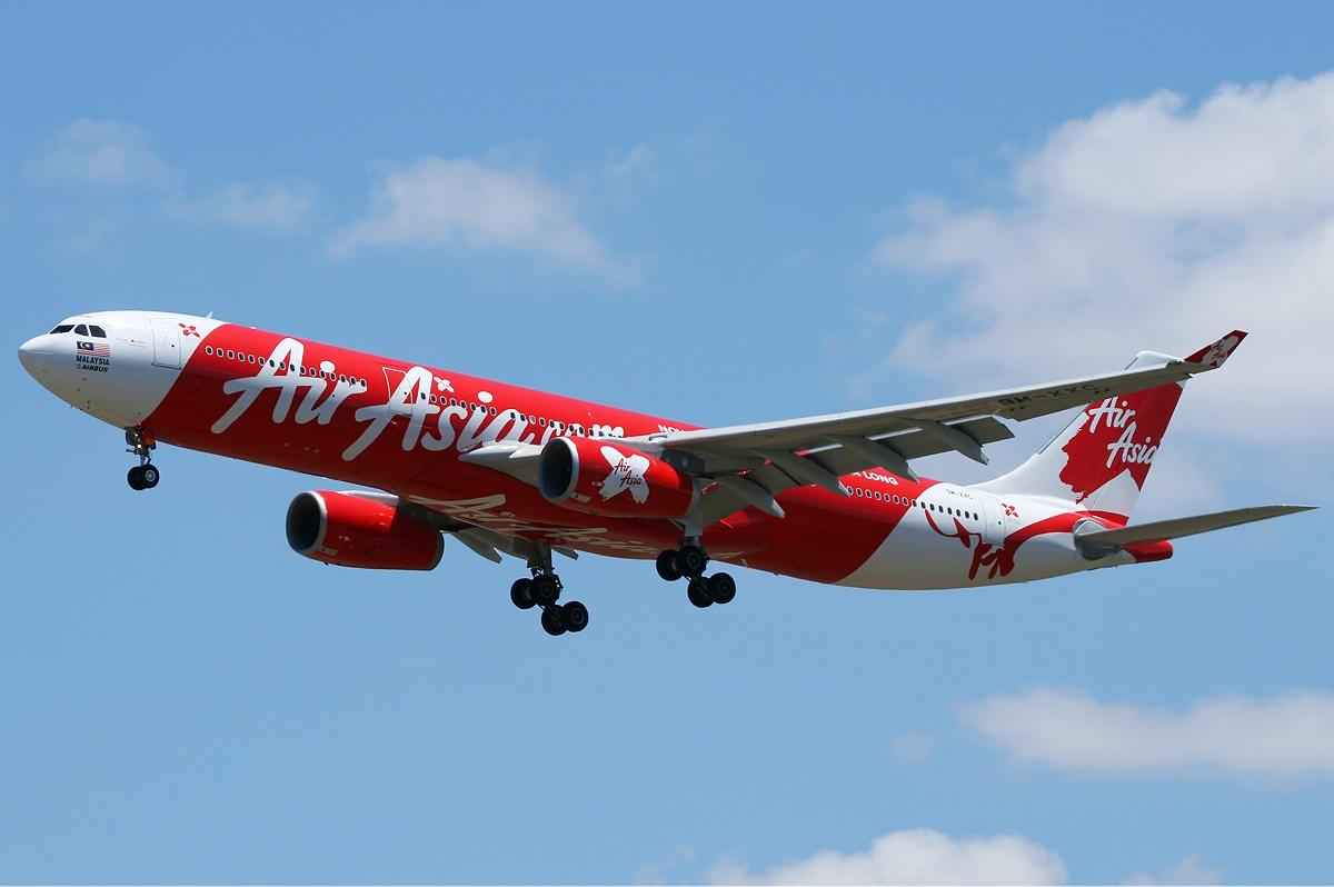 Пилот AirAsia поошибке приземлился невтой стране