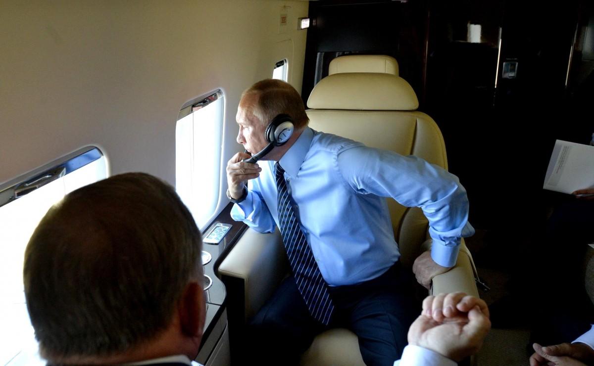 Как Путин на трех самолетах во Францию летал