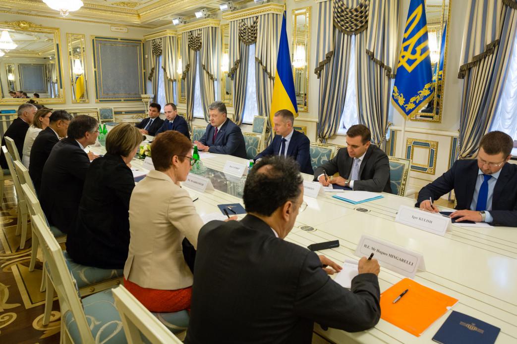 Порошенко призвал Запад непризнавать результаты выборов в Государственную думу вКрыму
