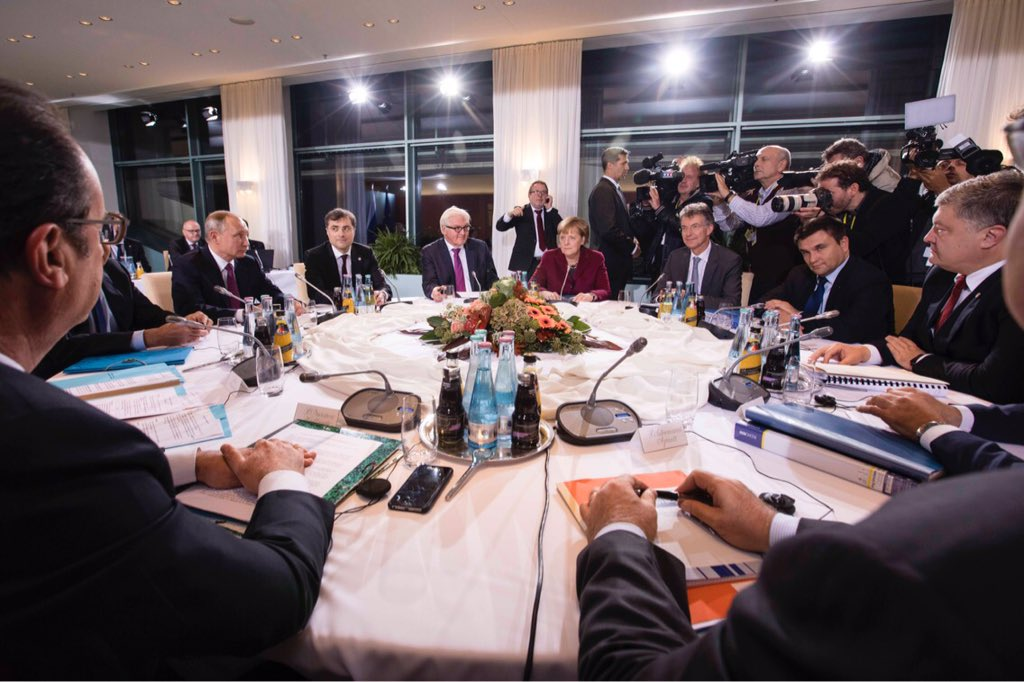 Олланд иМеркель планируют призвать В.Путина продлить гумпаузу вСирии