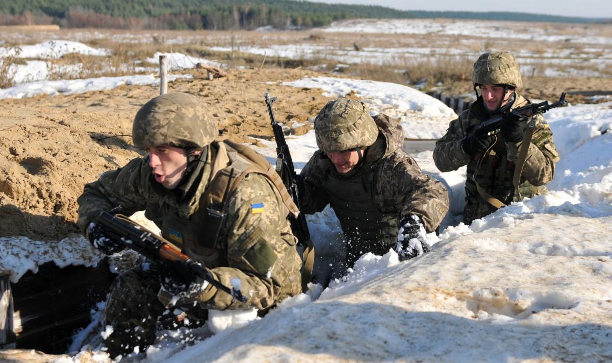 В итоге обстрелов боевиков вблизи пгт Новотошковское умер военнослужащий