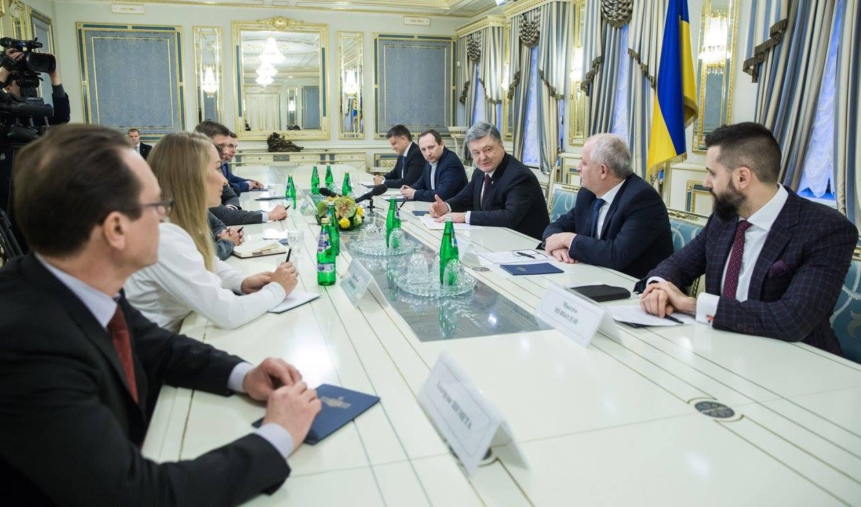 Порошенко подписал закон обэлектронном заключении контрактов