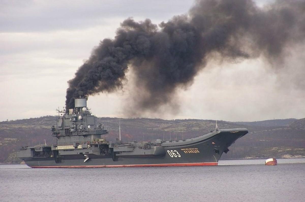 """Путин лично послал """"Кузю"""" подымить и угробить два самолёта - с задачей """"успешно"""" справились"""