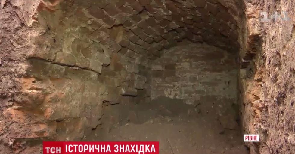 ВРовно случайно обнаружили стародавний подземный тоннель вцентре города