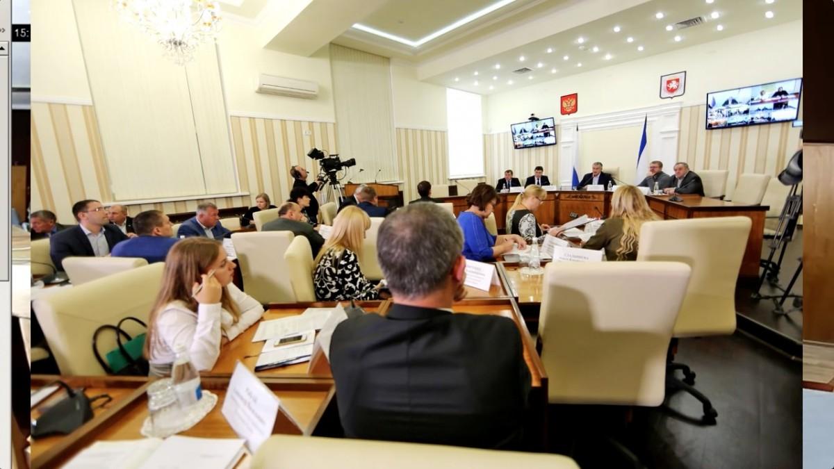 Хакеры включили гимн Украины на совещании Аксенова вКрыму