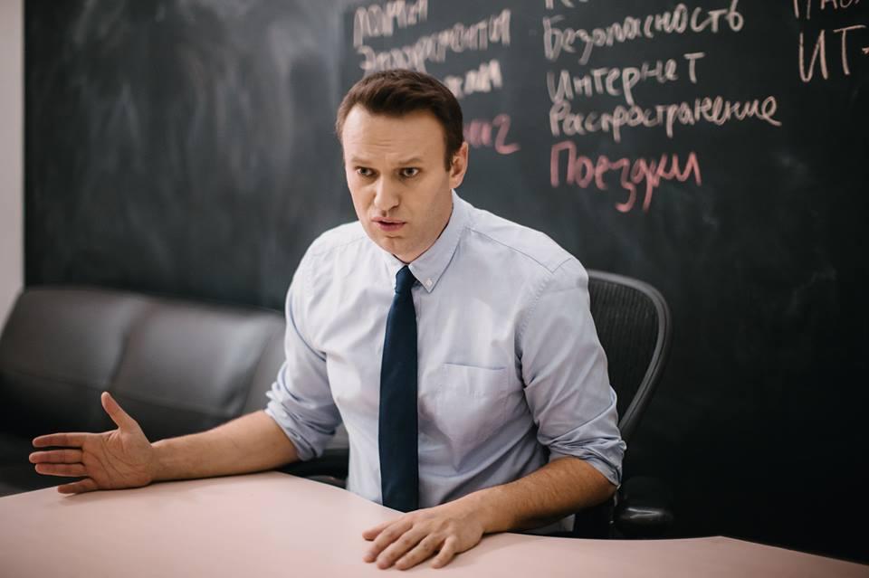 Кремль начинает борьбу с Навальным «как с Гитлером»