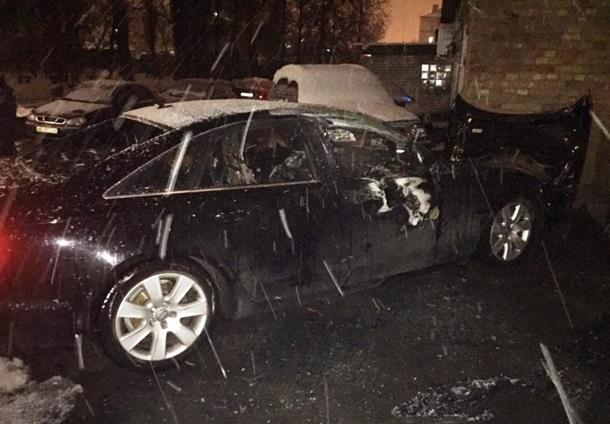 ВКиеве неизвестные дотла сожгли машину секретаря «Депутатского контроля»