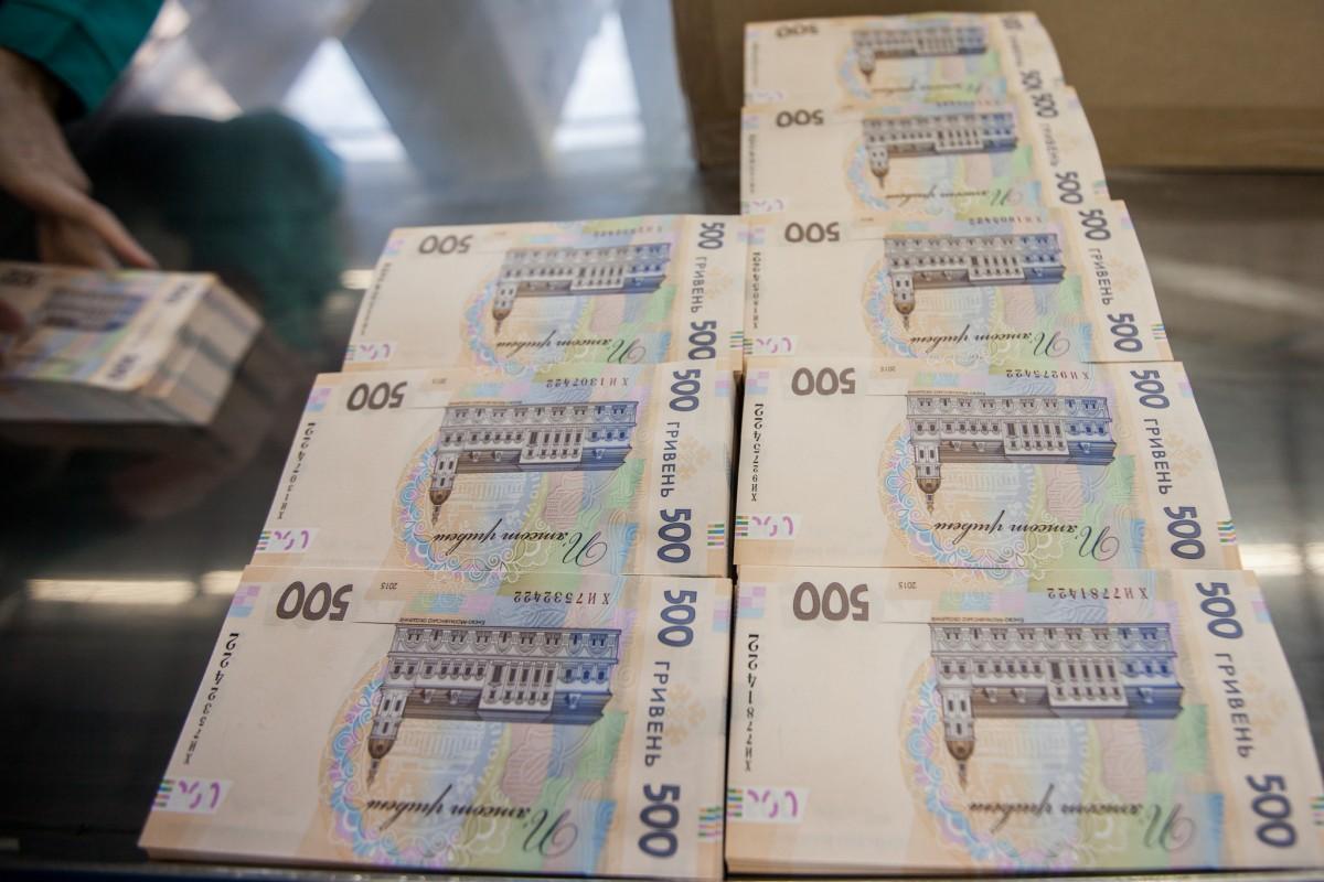 Курс евро опустился ниже 64 руб. впервый раз заполтора года