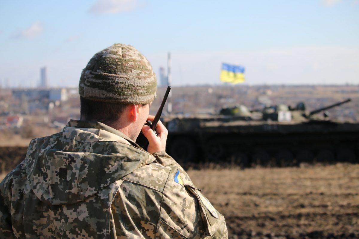 Волонтеры сообщают о тяжелых боях у Мариуполя: Боевики прут на танках и стреляют из «Градова»