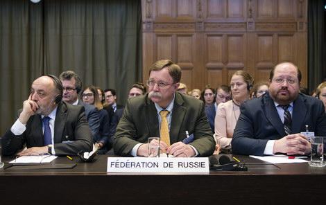 От фосфорных бомб до «коктейлей Молотова». В чем РФ обвинила Украину в Гааге